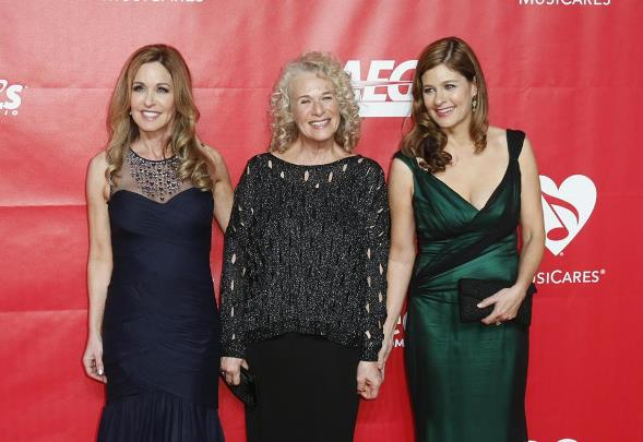 Carole King And Daughters