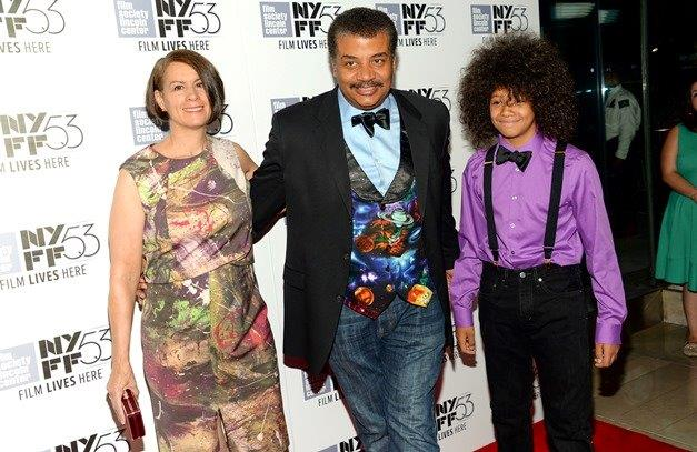 Neil deGrasse Tyson, son Travis Tyson and wife Alice Young attend the 2017 Creative Arts