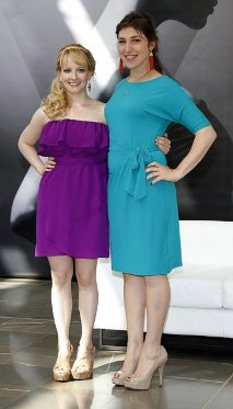 Cast members Melissa Rauch (L) and Maryim Bialik pose during a